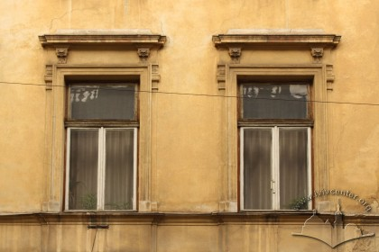 Вул. Личаківська, 3. Вікна 2-го поверху
