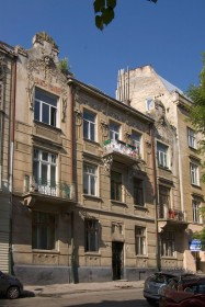 Vul. Bohomoltsia, 4. A view of the main facade