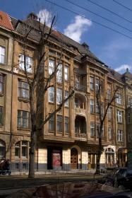 Вул. Левицького, 11а. Чільний фасад будинку