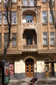 Вул. Левицького, 11а. Фрагмент фасаду з порталом