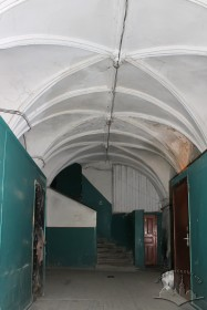 Vul. Virmenska, 35. The passageway covered with Renaissance cross vaults with lunettes