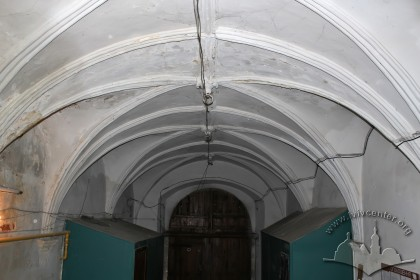 Vul. Virmenska, 35. The passageway vaults, a view towards the entrance