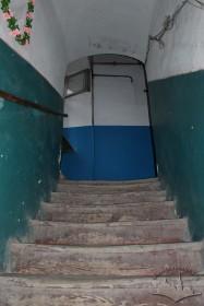 Vul. Virmenska, 35. Stairs leading to the 2nd floor
