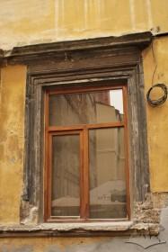 Vul. Virmenska, 35. A ground floor window with Renaissance-style trimming made of stone blocks