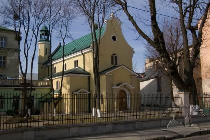 Вул. Залізняка, 11. Вигляд колишнього костелу зі сходу