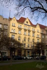 Вул. Валова, 11. Вид на головний фасад