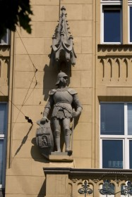 Vul. Valova, 11. A sculpture of a medieval knight with a neo gothic baldachin above it
