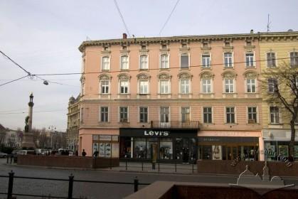 Вул. Валова, 2. Фасад з боку пл. Галицької
