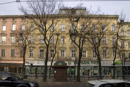 Вул. Валова, 4. Фасад з боку пл. Галицької