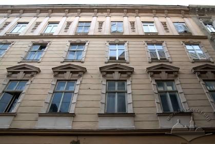 Вул. Валова, 4. Головний фасад в рівні 2-4 пов.