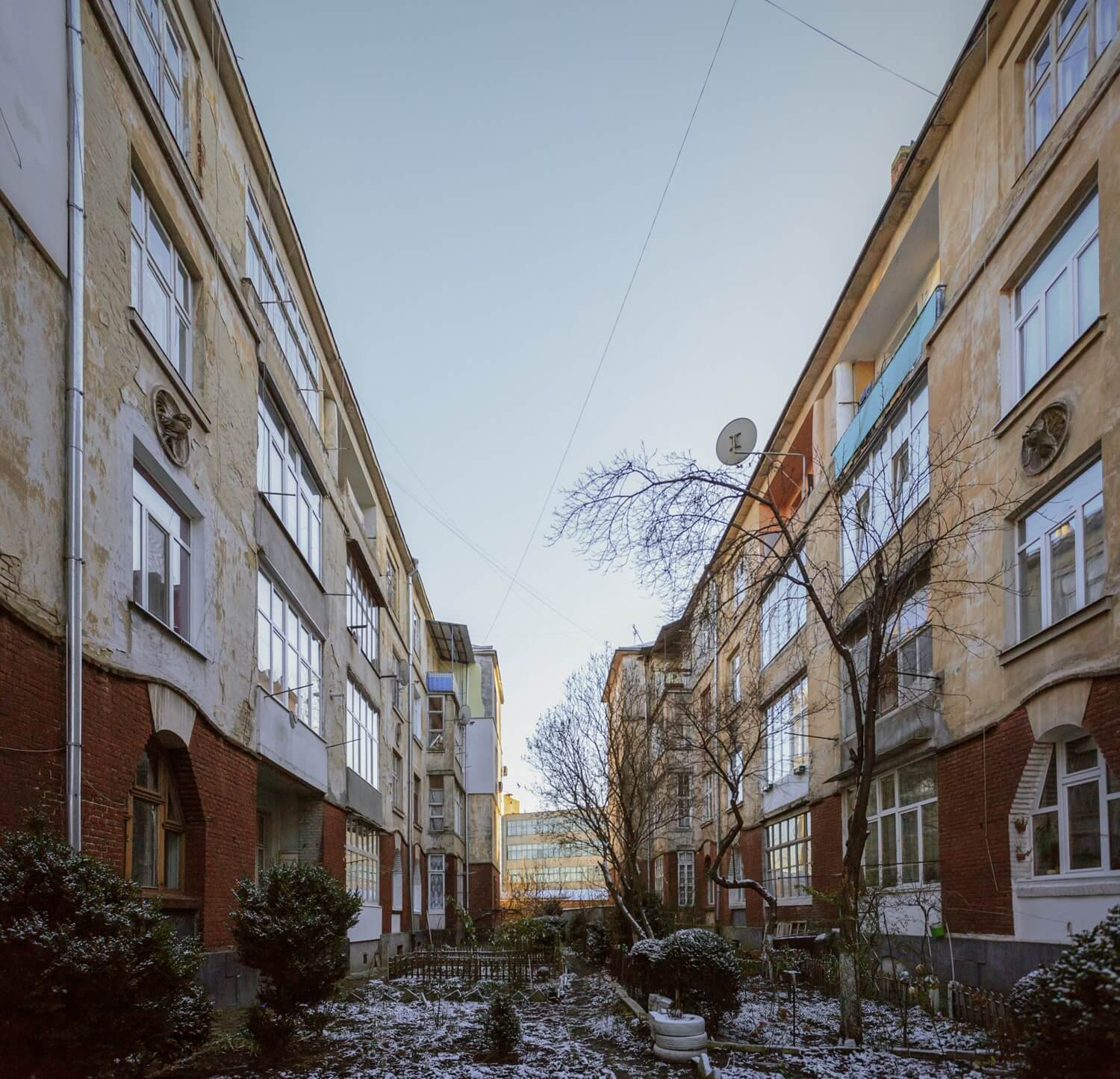 Vul. Promyslova, 31-33. Buildings constructed for tram depot workers. The courtyard between the buildings/Photo courtesy of Nazarii Parkhomyk, 2015