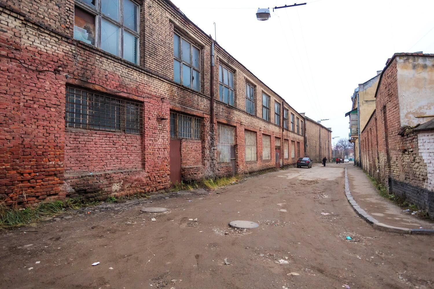 Former industrial buildings behind the townhouse, on vul. Zustrichna/Photo courtesy of Nazarii Parkhomyk, 2015