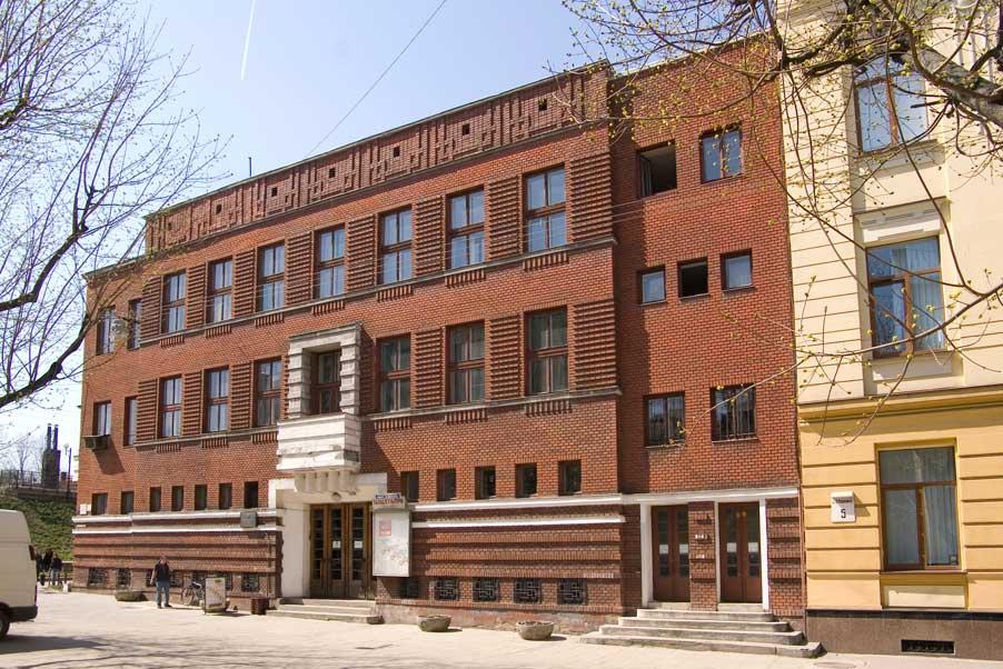 Vul. Kushevycha, 1. Former Community Workers' House. Main (eastern) facade/Photo courtesy of Ihor Zhuk, 2013