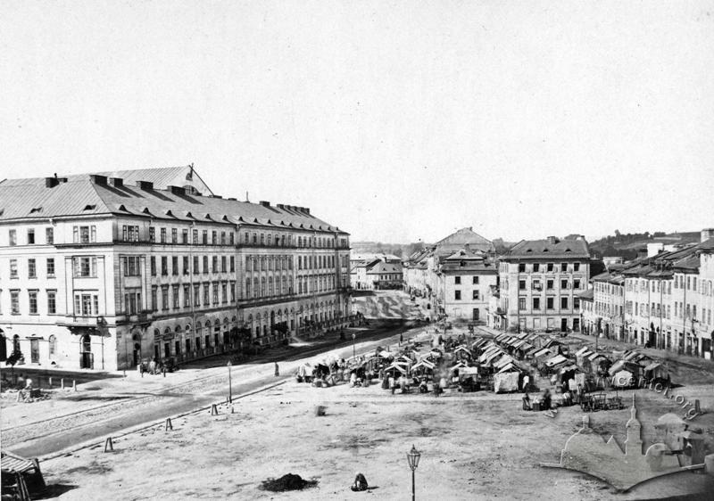 Market on pl. Krakowski (now pl. Osmomysla) in 1860-1870s./Photo by Józef Eder. From the collection of V.Stefanyk Lviv National Scientific Library NAS of Ukraine, № 77814
