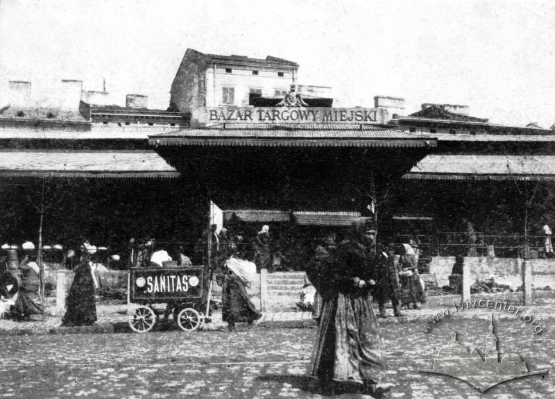 Market building on pl. Krakowski (now pl. Osmomysla) in 1900-19010s/Photo by Maurycy Fruchtmann. From the collection of Lviv Historical Museum