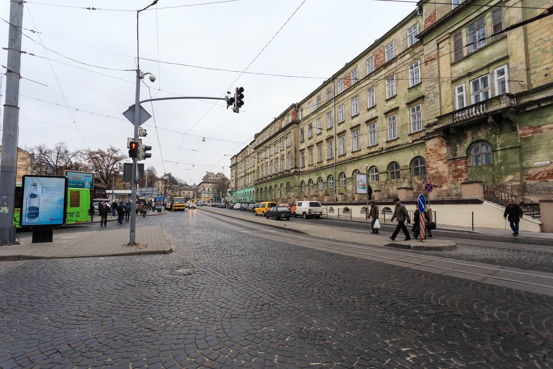 Pl. Osmomysla. On the right, the Maria Zankovetska theater's rear facade./Photo courtesy of Nazarii Parkhomyk, 2015