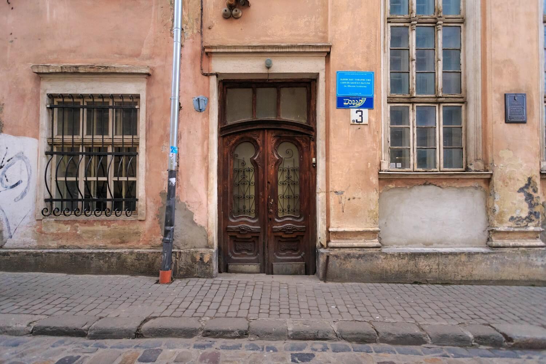 Вул. Вугільна, 1-3. Колишня синагога Якуба Ґлянцера. Головний вхід/Автор фото – Назарій Пархомик, 2015