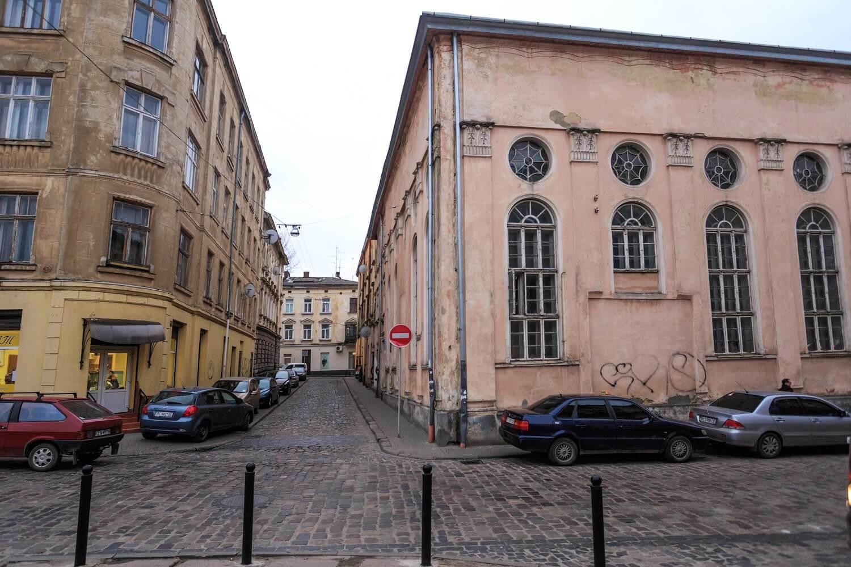 Vul. Vuhilna, 1-3. Former Jakub Glanzer's synagogue. View from pl. Sv. Teodora towards vul. Vuhilna/Photo courtesy of Nazarii Parkhomyk, 2015