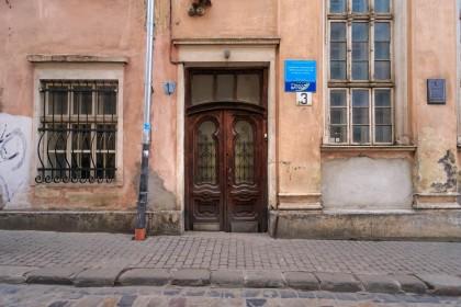 Vul. Vuhilna, 1-3. Former Jakub Glanzer's synagogue. Main entrance