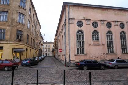 Vul. Vuhilna, 1-3. Former Jakub Glanzer's synagogue. View from pl. Sv. Teodora towards vul. Vuhilna