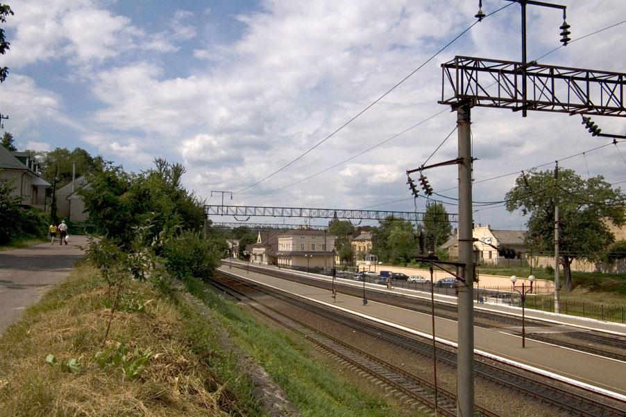 Vul. Ohirkova, 2. The Pidzamche railway station as seen from vul. Paparivka/Photo courtesy of Ihor Zhuk, 2013