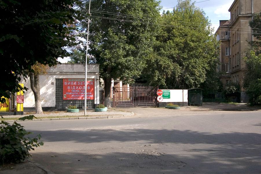 Vul. Zhovkivska, 18. Entrance to the former City cleaning plant/Photo courtesy of Ihor Zhuk, 2013