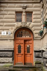Vul. B. Lepkoho, 10 (former Brajerowska). Main entrance. In 1910 Władysław Stesłowicz lived in this apartment building.