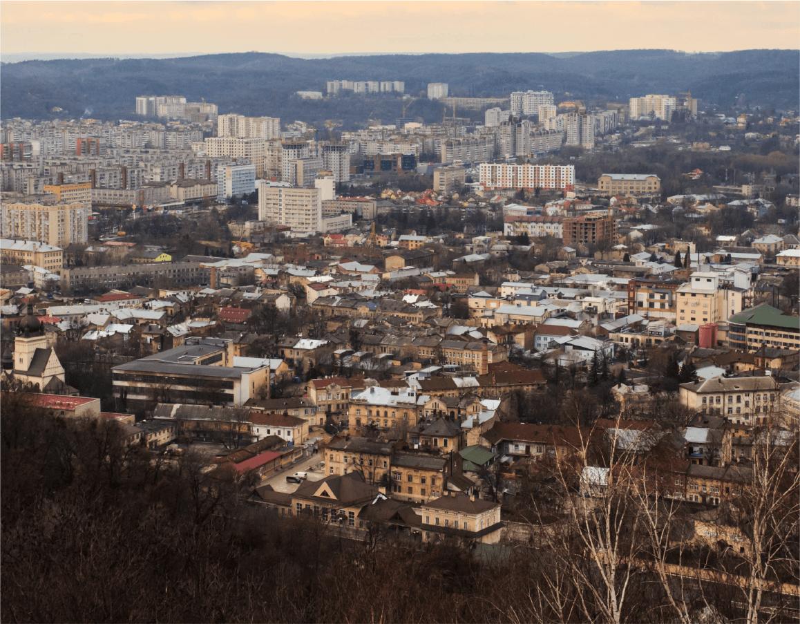 Вид з вершини Високого Замку на дільницю Підзамче./Автор фото – Назарій Пархомик, 2015