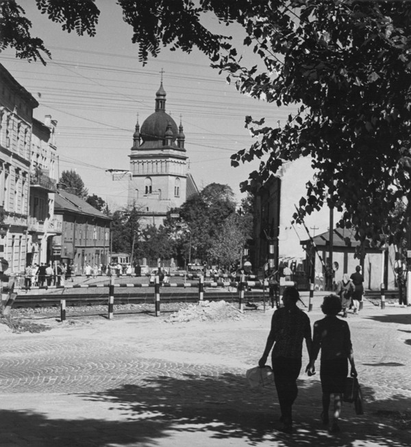 Vul. Bohdana Khmelnytskoho near its intersection with the railway track (1964)/From the private collection of Mykhailo Tsimerman