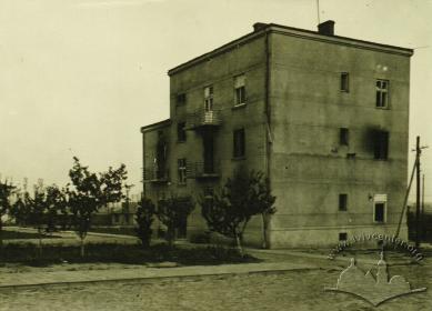 Будинок адміністрації ZAL-L невдовзі після ліквідації табору